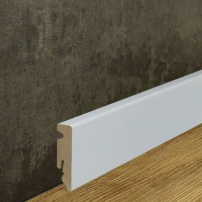Klassische weiße Sockelleiste Bezogen mit Folie (15 x 58 mm)
