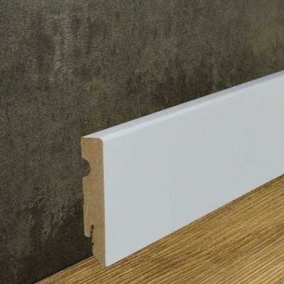 Klassische weiße Sockelleiste foliert (15 x 80 mm)