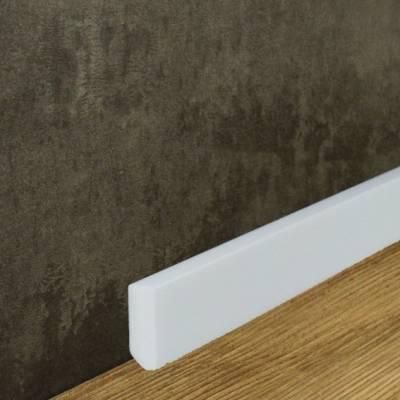 Fußleiste (NMC WALLSTYL® - FT1) aus schlagfestem, wasserbeständigem Kunststoff (13 x 38 mm)